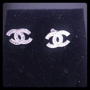 Jewelry - Classy earrings